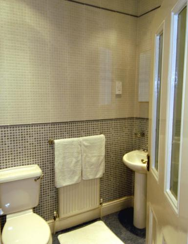 25C Warkworth St Bathroom